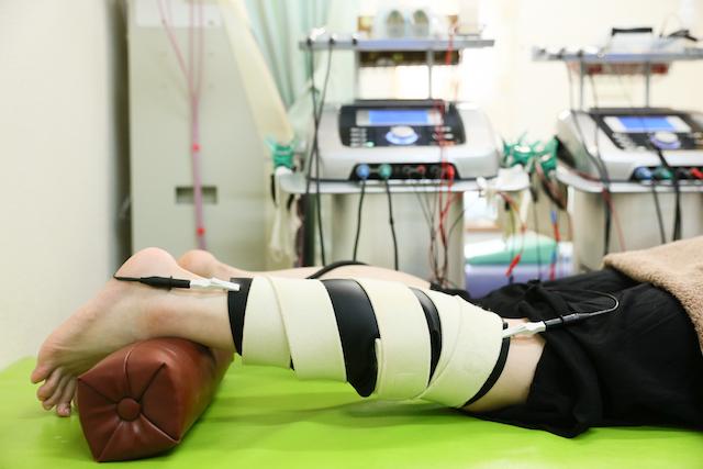 脚の肉離れには特殊素材のラバーで全面を覆うと効果的