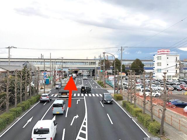新富士駅の西側を通る「富士見大通り」を北に進む。