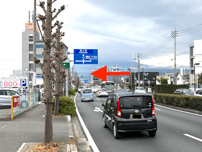 駅を過ぎた一つ目の交差点「柳島日東」で左折し、新幹線駅前通りを西に650m進む。