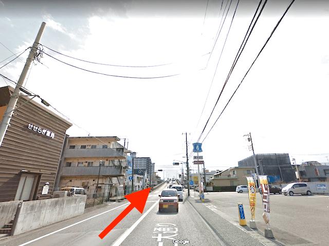 富士市駅の西側を通る「富士大通り」を南に進む。